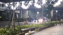 Mobil Polisi dan Kendaraan Berstrobo di Jalan Sudirman Dilempari Batu