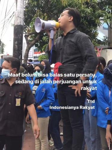Mahasiswa Dian Mulyana saat demo menolak UU Omnibus Law Cipta Kerja