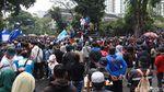 Tolak Omnibus Law, Massa Aksi Penuhi Gedung Sate