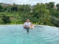 Foto sedang liburan Tommy Kurnaiwan menjadi masalah karena diunggah saat DPR RI mengesahkan UU Cipta Kerja. UU itu dinilai merugikan buruh. (Instagram Tommy Kurniawan)