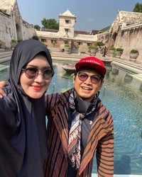 Tommy Kurnaiwan bersama istri di Taman Sari Yogyakarta (Instagram Tommy Kurniawan)