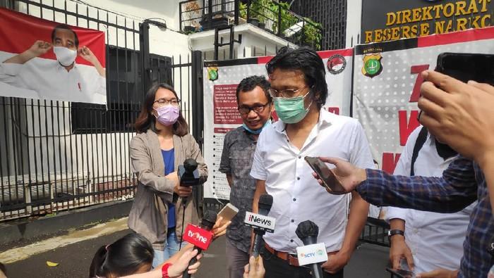Adian Napitupulu Jenguk Pendemo di Polda Metro Jaya