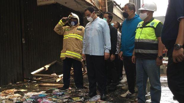 Anies Baswedan saat meninjau Grand Theater Senen yang terbakar