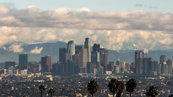 Los Angeles merupakan salah satu kota tersibuk di dunia. Kota ini juga memiliki tingkat polusi udara yang tinggi. Namun banyak aktivitas outdoor yang dapat dilakukan. Foto: CNN Travel