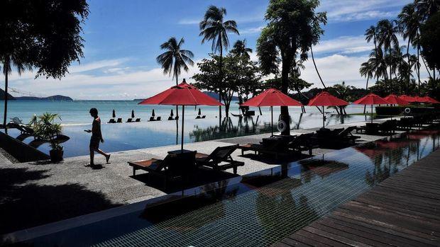 kota utama di Phuket, Patong, sepi layaknya kota hantu (Lillian SUWANRUMPHA / AFP) / TO GO WITH: Thailandhealthviruseconomytourism)