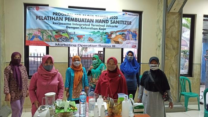 Kelompok Usaha Bersama (KUBE) Aloe Vera Koja (ALOJA) berinovasi memproduksi hand sanitizer dari olahan tanaman lidah buaya.