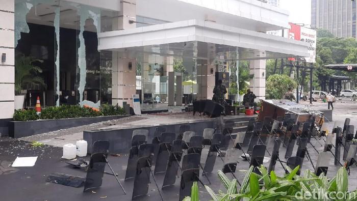 Kondisi Kantor Kementerian ESDM usai dirusak massa (Yogi Ernes/detikcom)
