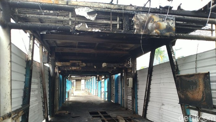 Kondisi terkini halte Sarinah pasca dibakar massa demo kemarin