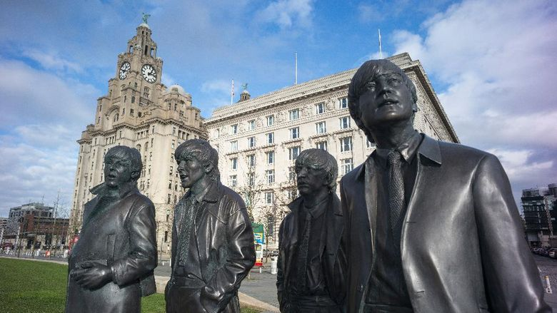 LIVERPOOL, ENGLAND - FEBRUARY 11:  The recently unveiled new statues of Paul McCartney, George Harrison,  Ringo Starr and John Lennon of the Beatles stand outside the Liver Building at Liverpool Waterfront on February 11, 2016 in Liverpool, England. New research commissioned by Liverpool City Council has shown that the legacy and continued popularity of The Beatles adds GBP 81.9 million to the local economy each year and supports 2,335 jobs.  (Photo by Christopher Furlong/Getty Images)