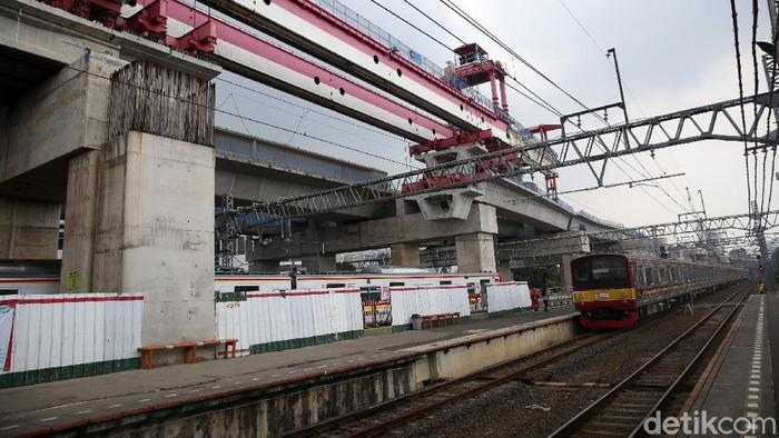 Stasiun Manggarai tengah disiapkan untuk menjadi stasiun sentral di Jakarta. Yuk, lihat perkembangan pembangunan Stasiun Manggarai saat ini.