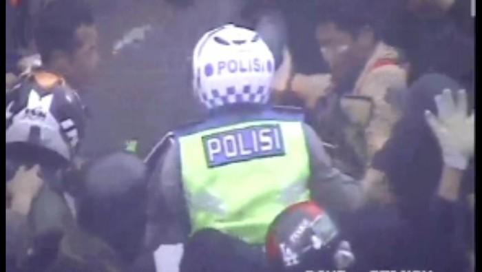 Polantas di Bandung nyaris diamuk massa demonstran ricuh