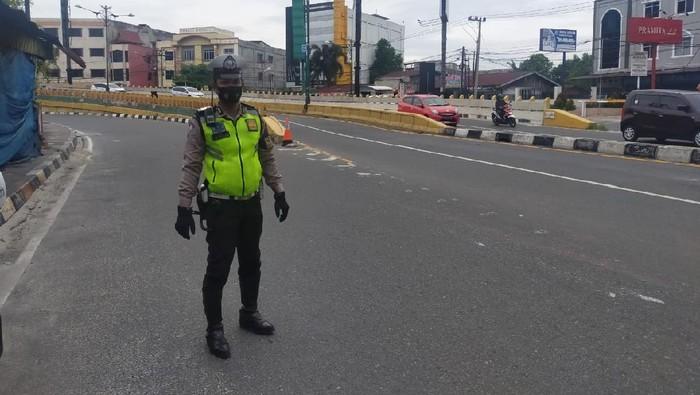 Polisi berjaga di lokasi sekitar DPRD Riau (Chaidir-detikcom)