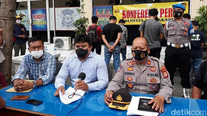 Polresta Yogyakarta mengamankan 95 orang buntut demo rusuh di kawasan Malioboro, Jumat (9/10/2020).