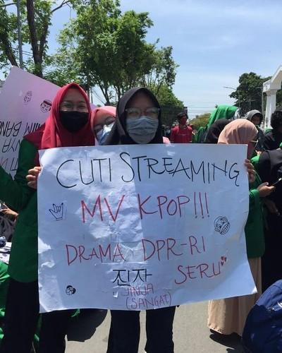 poster demonstrasi