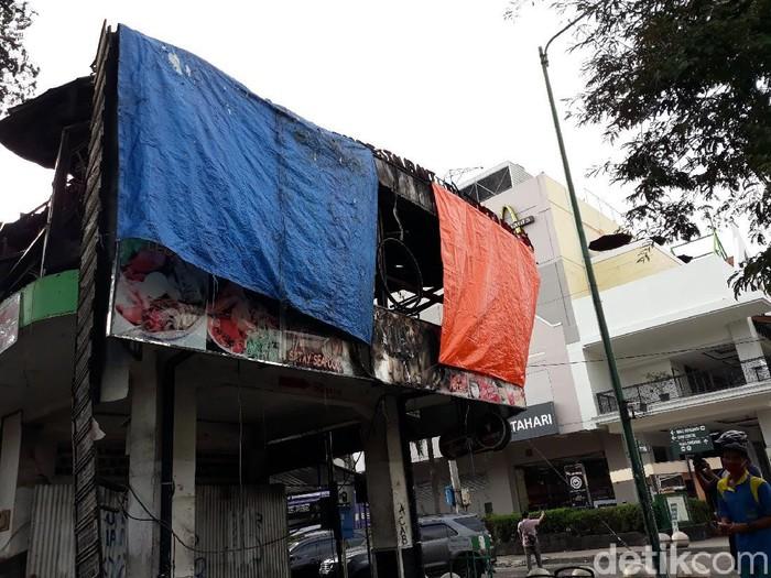 Restoran Legian di Malioboro yang terbakar, Yogyakarta,  Jumat (9/10/2020).