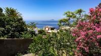 Malah, masyarakat setempat menjuluki kedua pulau itu sebagai destinasi pencari cinta hingga pulau kesuburan terkait lanskap mereka yang dipenuhi gunung api yang masih aktif (Silvia Marchetti/CNN Travel)