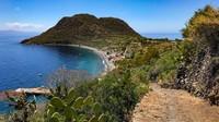 Selain Pulau Stromboli, Pulau Filicudi juga didapuk memiliki khasiat yang sama. Lokasinya juga cukup berdekatan(Silvia Marchetti/CNN Travel)