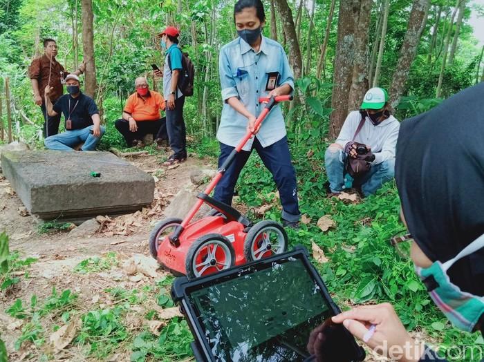 Tim BPCB Jateng kerahkan radar ke Desa Mranggen, Jatinom, Klaten, Jumat (9/10/2020).