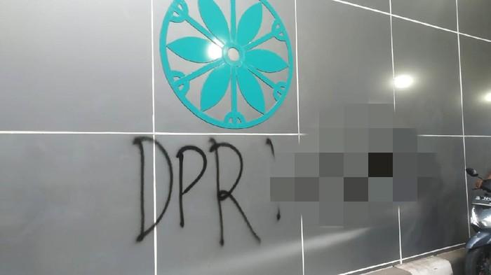Vandalisme di underpass Senen (Wilda Hayatun Nufus/detikcom).