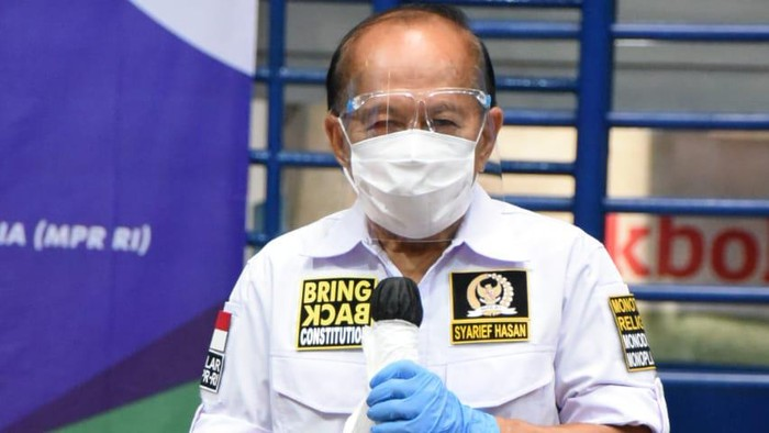 Wakil Ketua MPR Syarief Hasan saat Sosialisasi Empat Pilar MPR kerja sama MPR dengan Organisasi Angkutan Darat (Organda) dan Paguyuban Pekerja Bongkar Muat (P2BM), di Gelanggang Olahraga (GOR) Pajajaran, Kota Bogor, Jawa Barat.