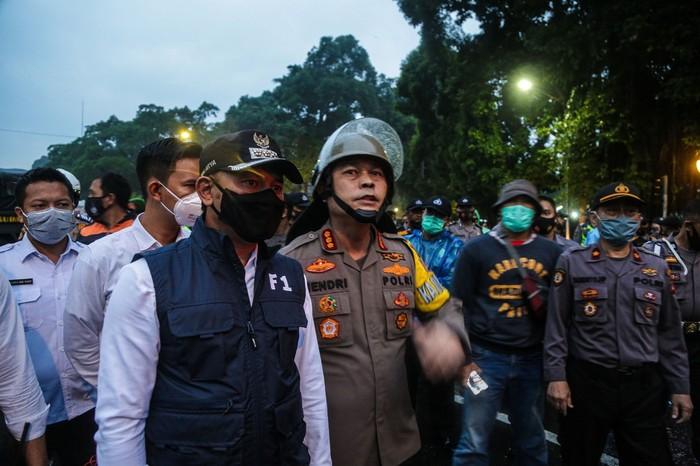 Bima Arya sempat memantau dari dekat aksi unjuk rasa UU Cipta Kerja yang dilakukan berbagai elemen di kawasan Istana Bogor, Kamis (8/10/2020) sore.