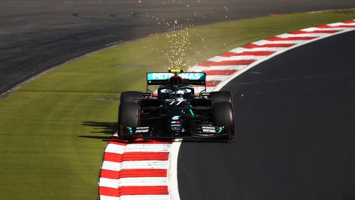 NUERBURG, GERMANY - OCTOBER 10: Valtteri Bottas of Finland driving the (77) Mercedes AMG Petronas F1 Team Mercedes W11 on track during qualifying ahead of the F1 Eifel Grand Prix at Nuerburgring on October 10, 2020 in Nuerburg, Germany. (Photo by Bryn Lennon/Getty Images)