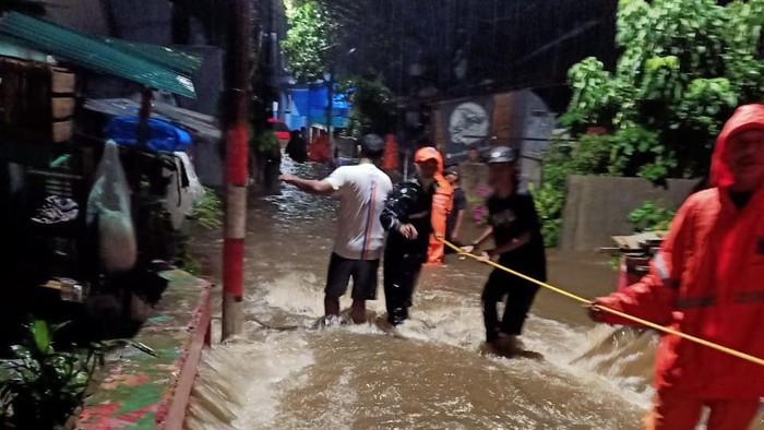 Banjir dan longsor di Ciganjur, Jakarta Selatan.