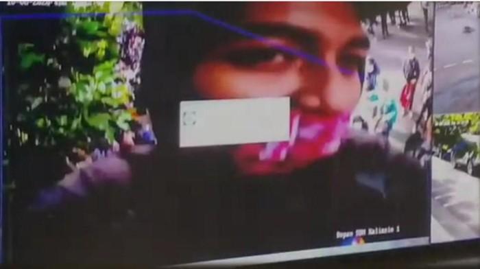Aksi perusakan atau pengambilan kamera CCTV saat demo Omnibus Law di Surabaya tengah menjadi perbincangan. Kini wajah pelaku telah beredar di media sosial.