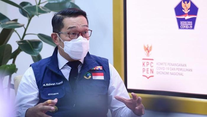Gubernur Jawa Barat Ridwan Kamil bicara soal penanganan COVID hingga jadi relawan vaksin.