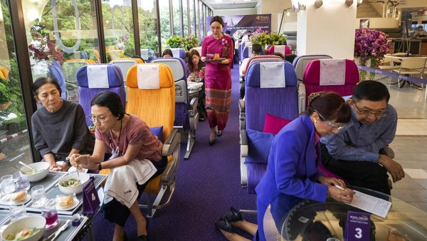 Pembukaan restoran ini adalah cara dari Thai Airways untuk mempertahankan bisnis mereka di tengah pandemi.