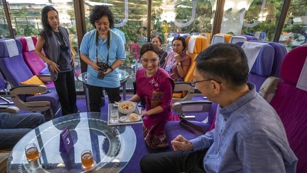 Juru Bicara Thai Airways, Kanta Akanitprachai, mengatakan orang Thailand merindukan makanan pesawat.