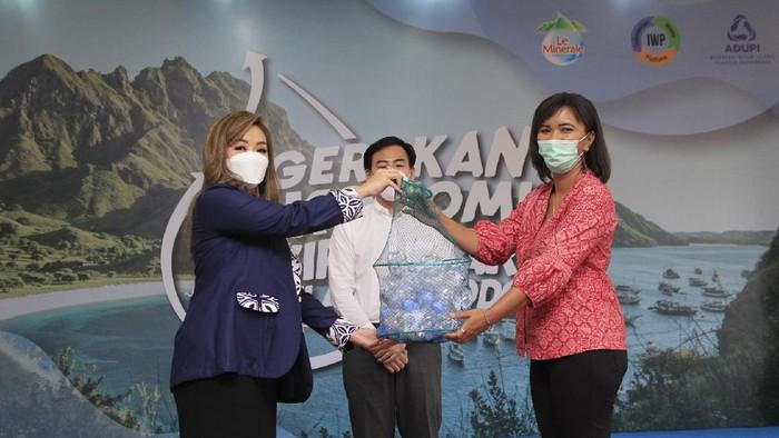Gerakan ini diluncurkan dalam rangka menjadikan sampah plastik menjadi produk baru yang bernilai ekonomi tinggi.