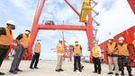 Sibuknya Pelabuhan Kuala Tanjung yang Terhubung Kawasan Industri
