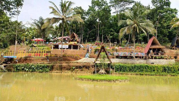 Wisata Ciamis Kampung Teratai