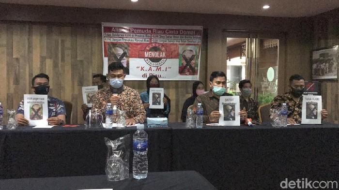 Aliansi Pemuda Riau Cinta Damai Tolak Deklarasi KAMI (Chaidir/detikcom)