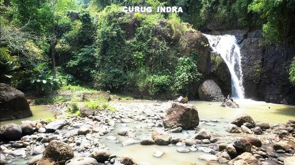 Kabar saat itu mengatakan, Indra terjatuh dari tebing curug ke arah kolam dan hilang secara misterius. Upaya pencarian sempat dilakukan namun tubuh Indra tidak kunjung ditemukan. (Syahdan Alamsyah/detikcom)
