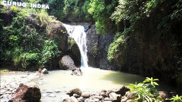 Sayang, karena minimnya promosi Curug Indra belum begitu menarik minat wisatawan. Selain lokasi yang berada cukup jauh dari lintasan utama Jalan Palabuhanratu - Cisolok, kawasan curug juga terlihat tidak terurus. (Syahdan Alamsyah/detikcom)