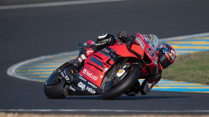 LE MANS, FRANCE - OCTOBER 10: Danilo Petrucci of Italy and Ducati Team rounds the bend during the MotoGP of France: Qualifying at Bugatti Circuit on October 10, 2020 in Le Mans, France. (Photo by Mirco Lazzari gp/Getty Images)