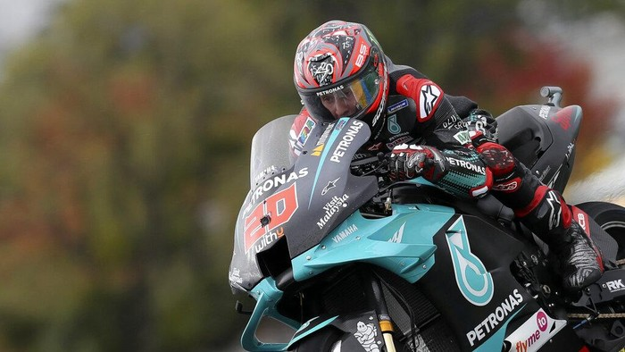 Frances rider Fabio Quartararo of the Petronas Yamaha SRT steers his motorcycle during the MotoGP race of the French Motorcycle Grand Prix at the Le Mans racetrack, in Le Mans, France, Sunday, Oct. 11, 2020. (AP Photo/David Vincent)