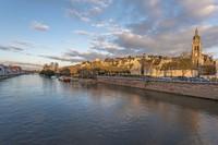 Le Mans sendiri merupakan sebuah kota di barat daya Paris dengan jumlah penduduk 150.000 orang. Ada sungai Sarthe River membelah kota yang sering jadi memanjakan mata traveler di sana. Kota yang elegan dengan pantai yang cantik yang bisa dijangkau dengan 2 jam berkendara dari pusat kota.Foto: Getty Images/iStockphoto/Sasha64f