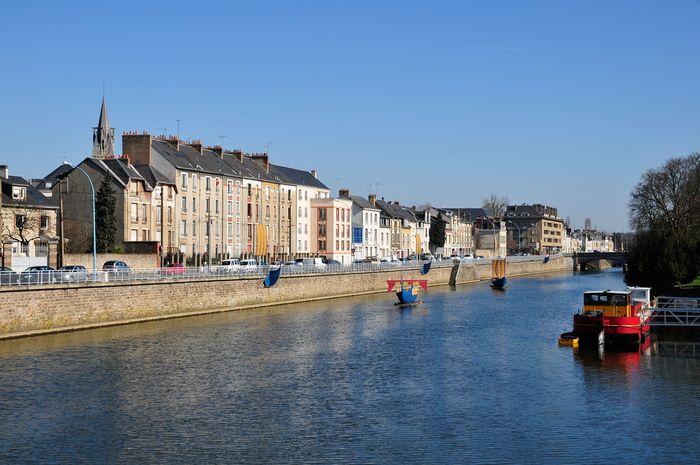 Sungai Sarthe di Kota Le Mans