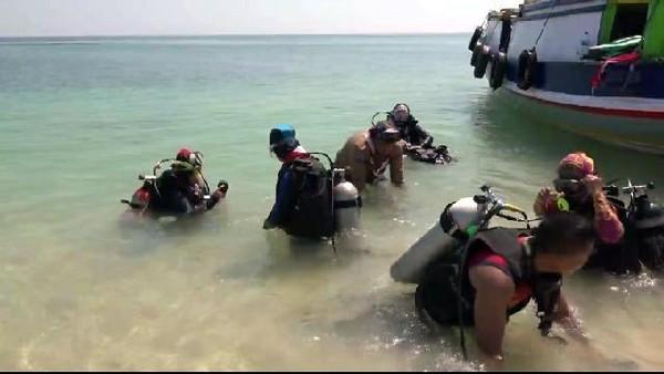 Terumbu karang di Pulau Gili Ketapang memang cukup bagus dan itu perlu dilestarikan. Untuk itu, kegiatan menanam terumbu karang rutin dilakukan. (M Rofiq/detikcom)