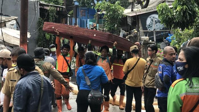Banjir di permukiman warga di Ciganjur imbas longsor