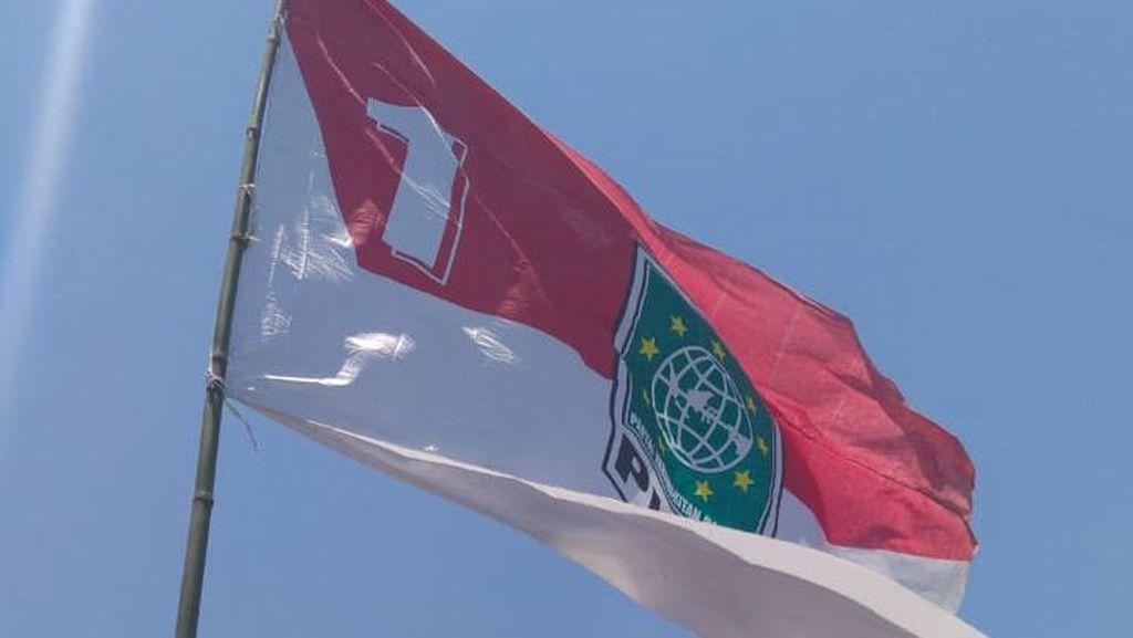 Satpol PP Sidoarjo Copoti Bendera Merah Putih yang Ada Lambang PKB