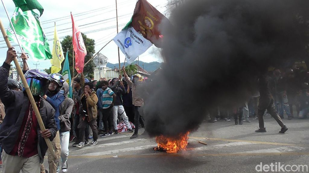 Video Aksi Tolak Omnibus Law di Gorontalo Ricuh!