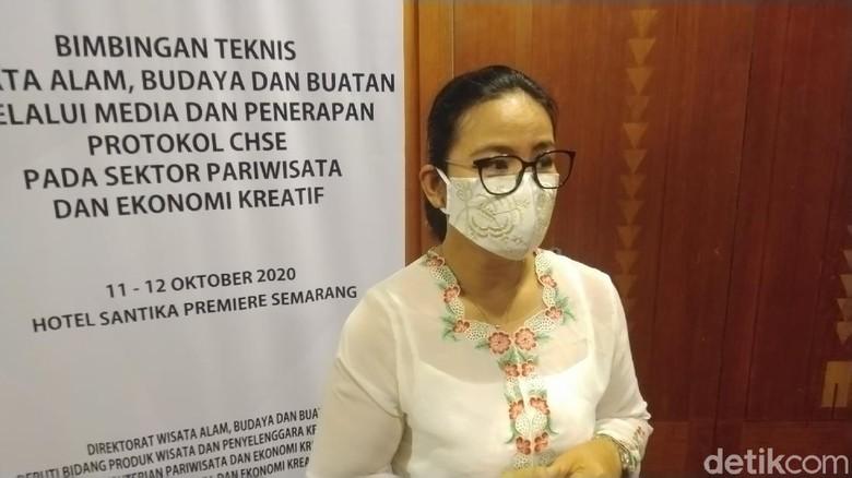 Disahkannya Undang-undang Cipta Kerja mendapat berbagai respon penolakan dan juga menimbulkan aksi dimana-mana. DPR RI mengaku sedang mensosialisasikan undang-undang tersebut di sela kegiatan reses.