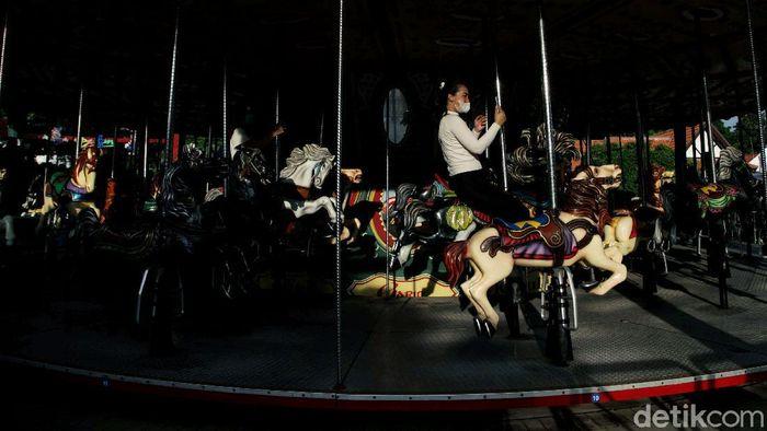 Dunia Fantasi (Dufan) di kawasan Ancol, Jakarta Utara, kembali dibuka di masa PSBB Transisi. Nah, seperti apa suasana terkininya.