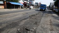 Hati-hati! Jalan HM Joyomartono Bekasi Rusak dan Berlubang