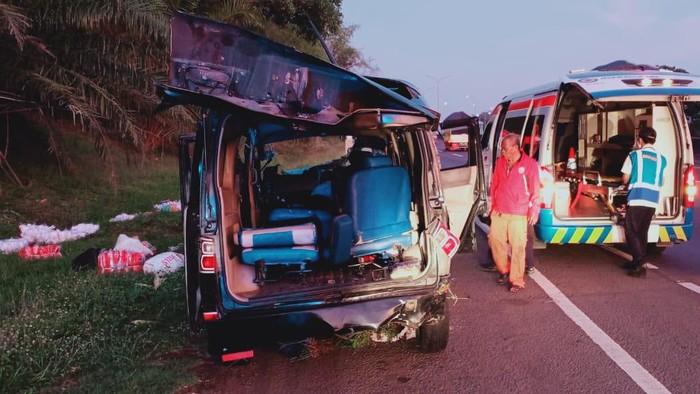Kecelakaan Tunggal Tewaskan 3 Orang di Km 70 Tol Cikampek arah Jakarta