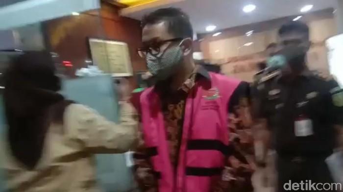 Kejagung menahan Kadep Pengawasan Pasar Modal II a OJK periode Januari 2014-2017, Fakhri Hilmi